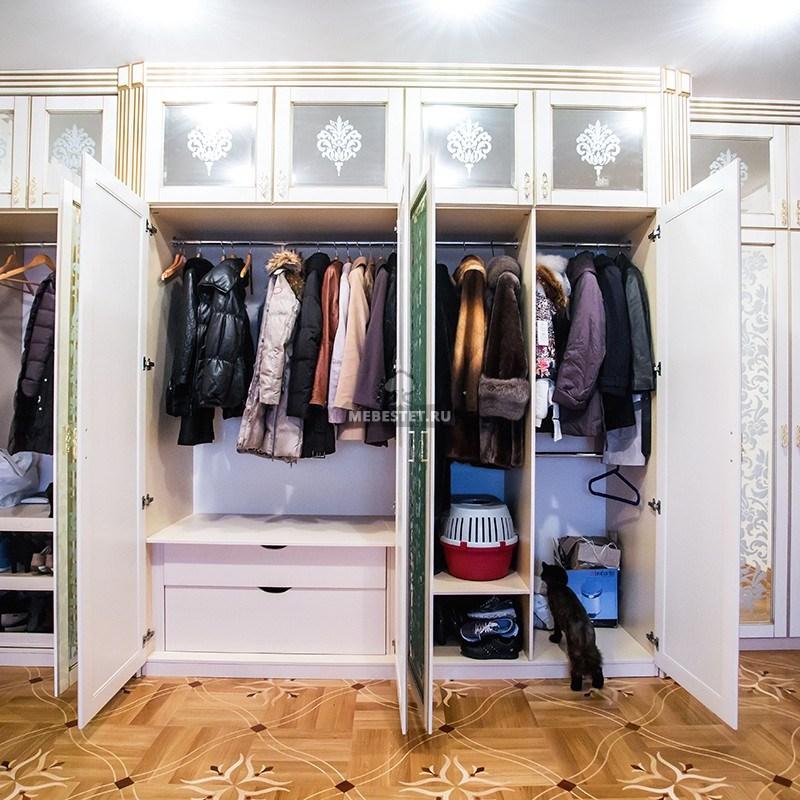 Четырех-секционный зеркальный шкаф