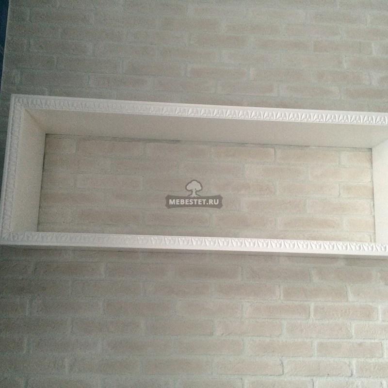 Шкаф и полочки в едином стиле