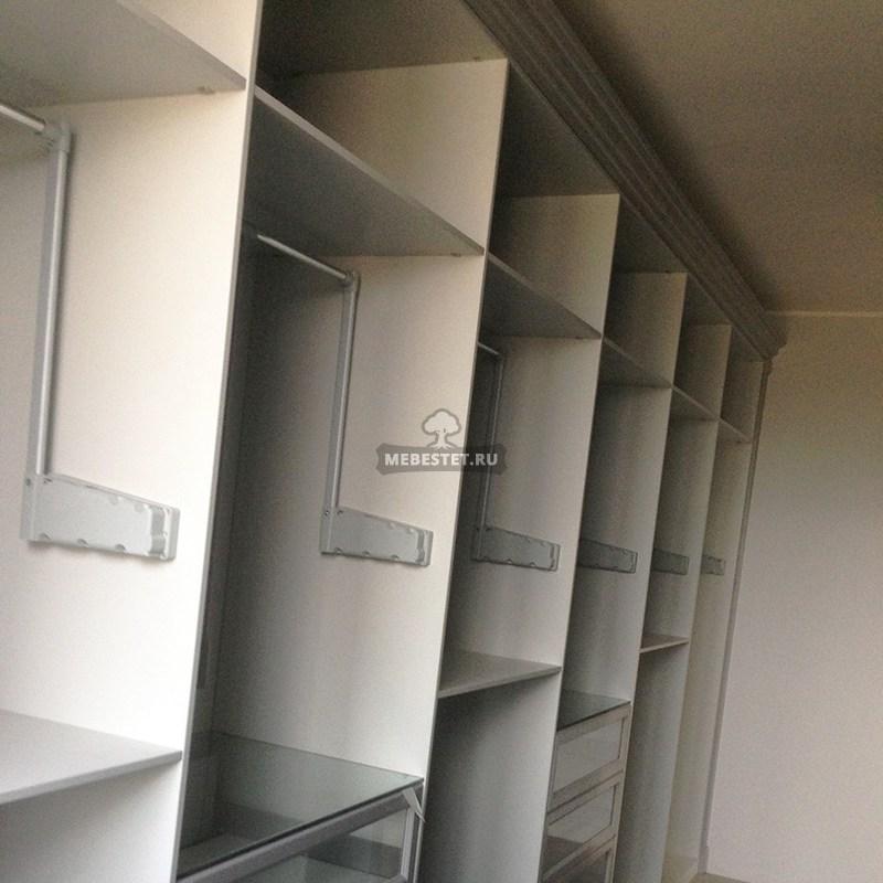Лифты-пантографы в гардеробной комнате