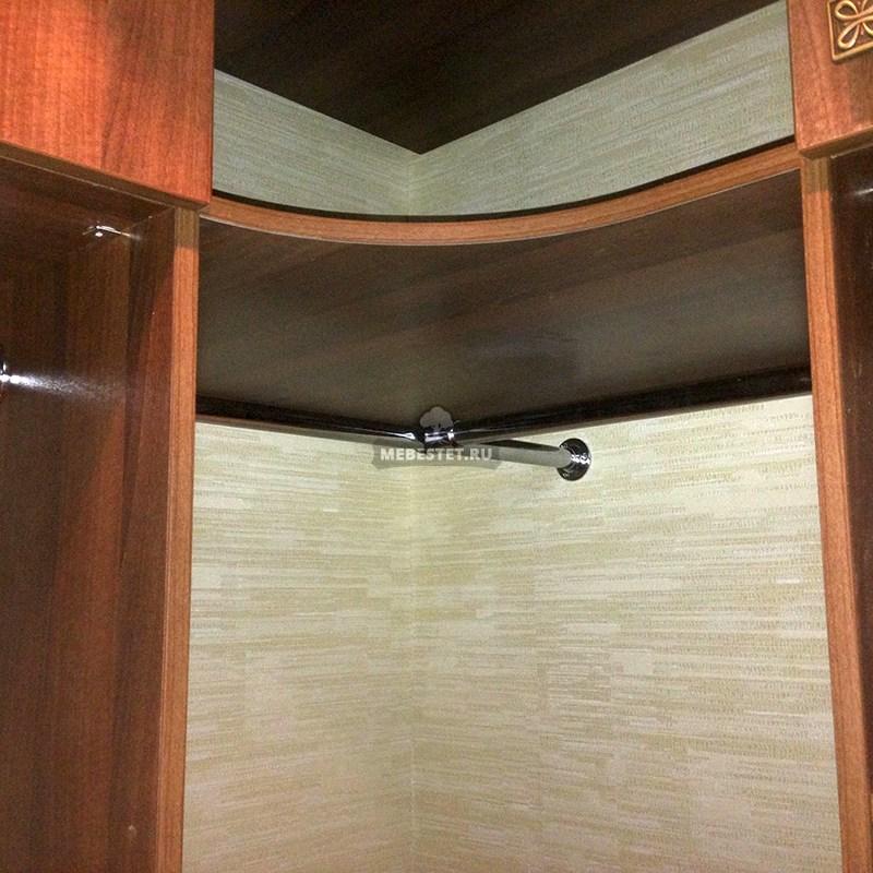 Радиусные полки в углу шкафа