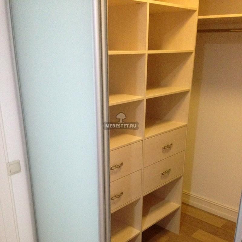 Выдвижные ящики в гардеробном шкафу-купе