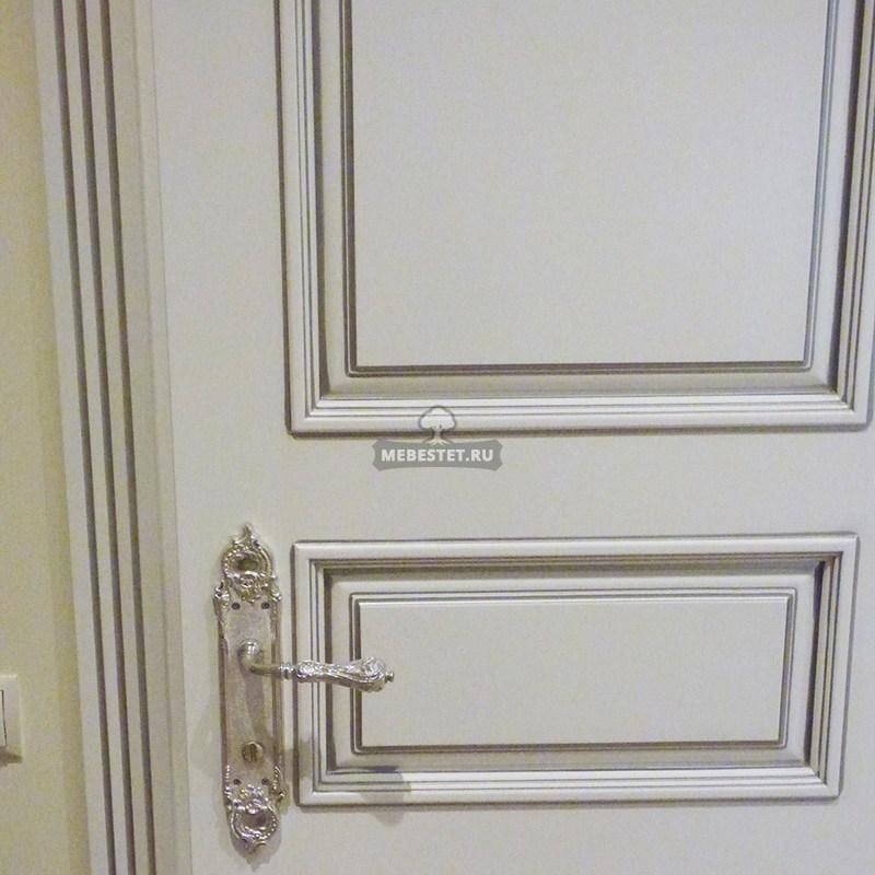 Дверь классическая с патинированием