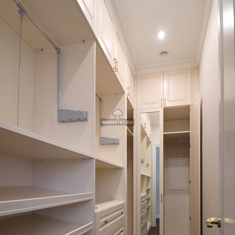 Гардеробная с лифтами для одежды