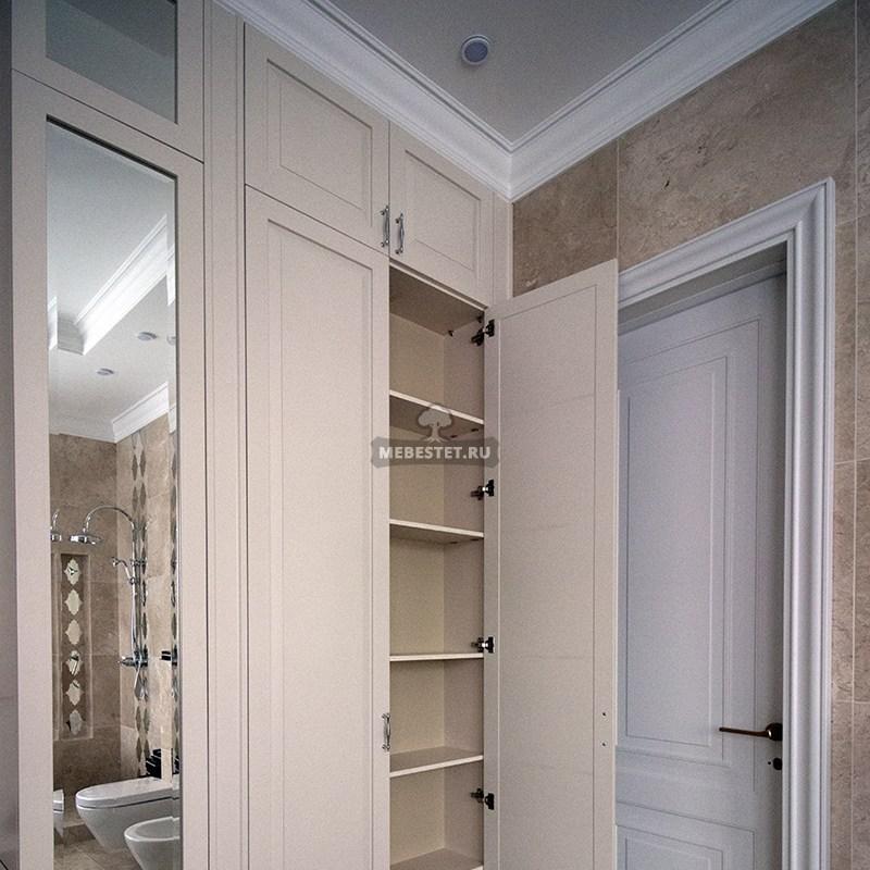 Шкаф с распашными дверьми в туалет