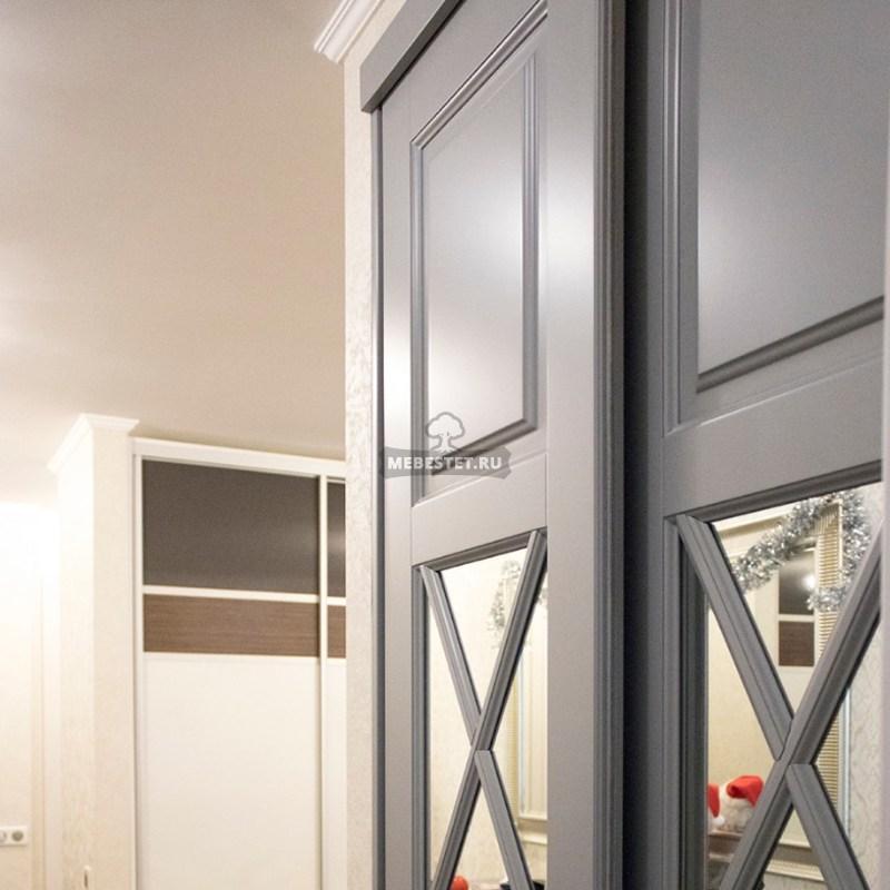 Зеркальные двери-купе с раскладкой