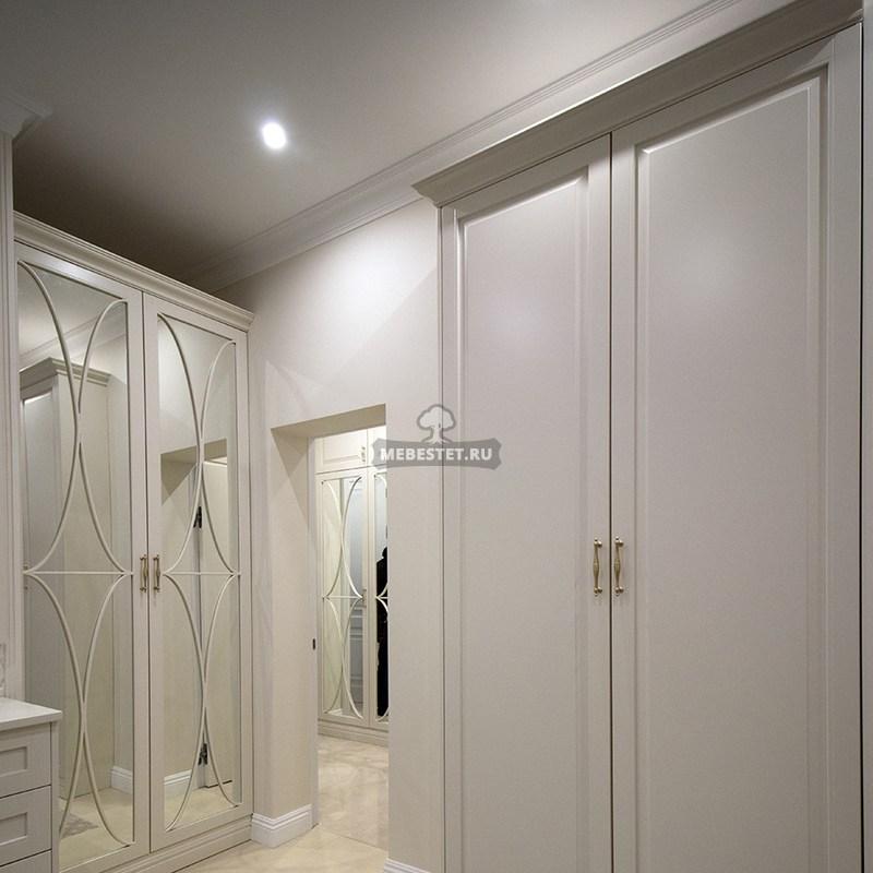 Классический белый шкаф