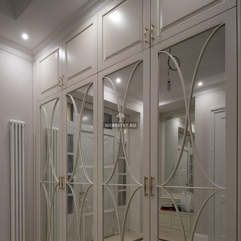 Зеркальный шкаф с декоративной раскладкой