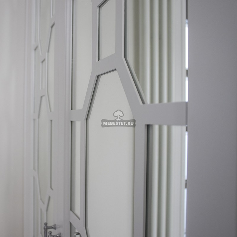 Декоративная раскладка шкафа с зеркальными фасадами