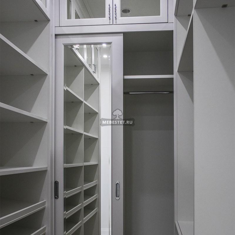 Шкаф с полками для личных вещей