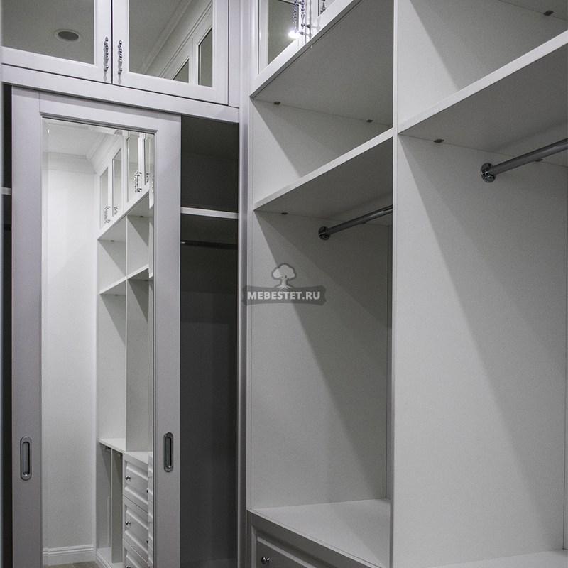 Шкаф с рейлингом и выдвижными ящиками