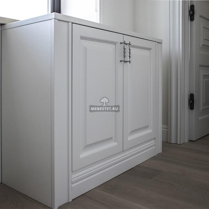Белая тумба в гардеробную