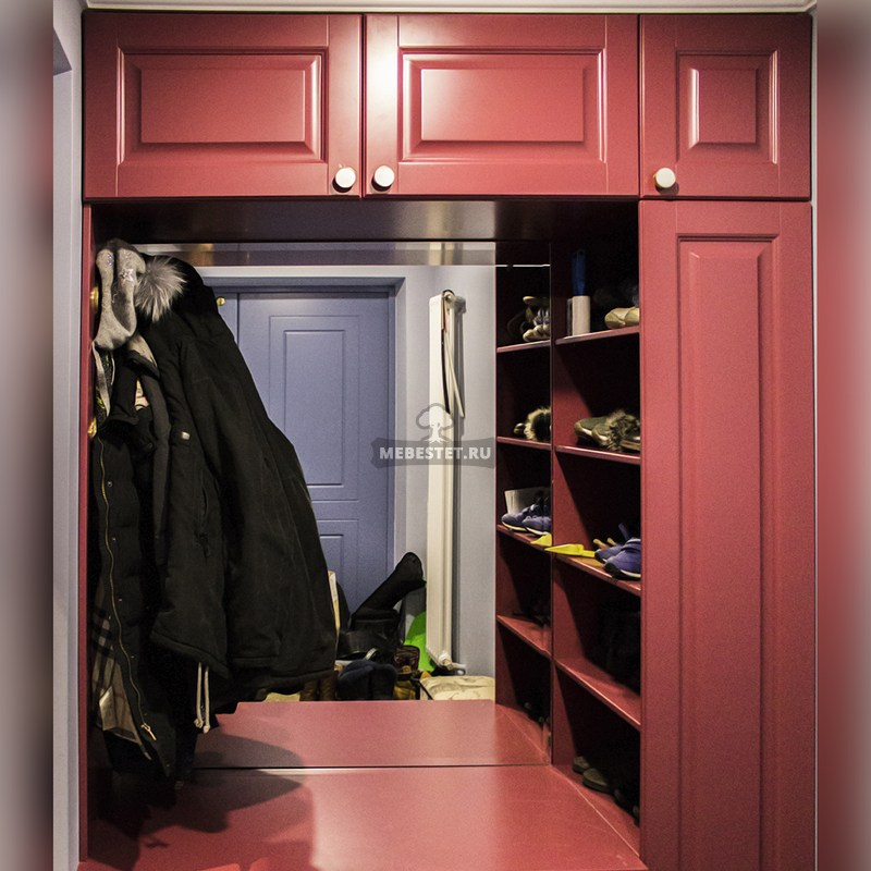 Красный шкаф-обувница
