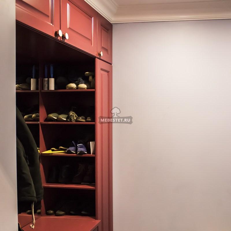 Вид на обувницу шкафа в прихожей