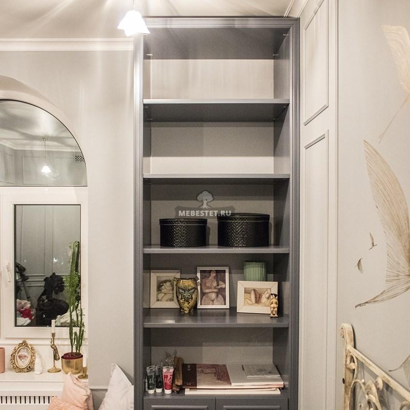Серый шкаф в спальню