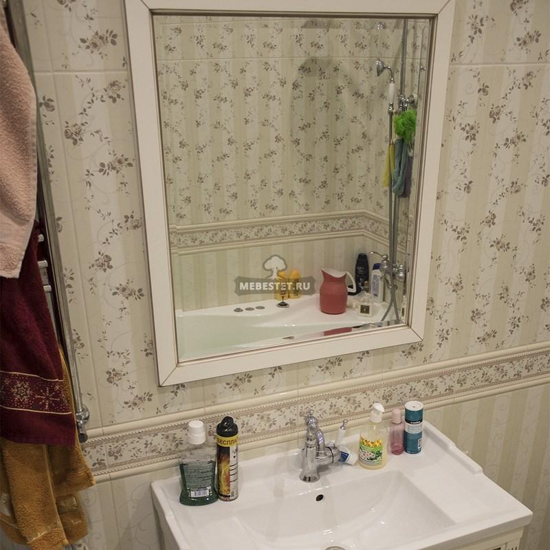 Тумба с золотым патинированием в ванную