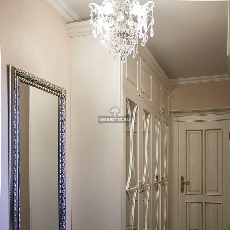 Шкаф в прихожую с декоративной раскладкой на зеркале