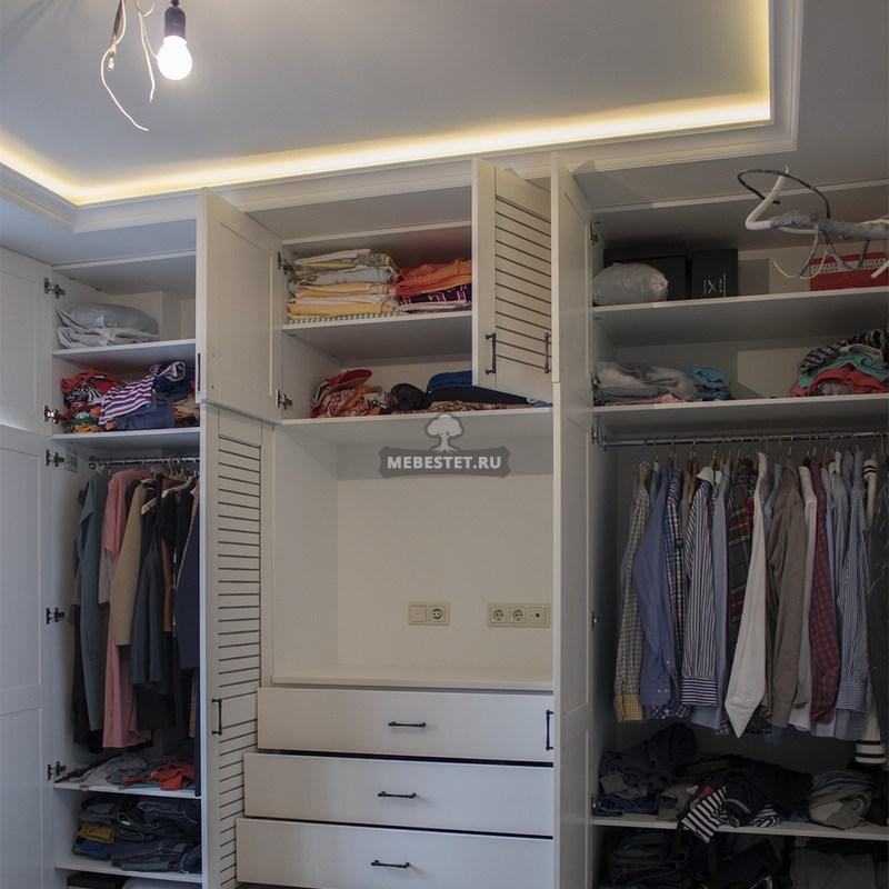 Внутреннее наполнение шкафа в спальню