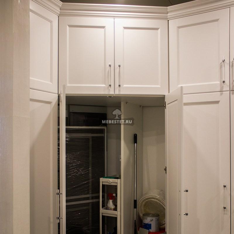 Внутреннее наполнение шкафа в постирочной