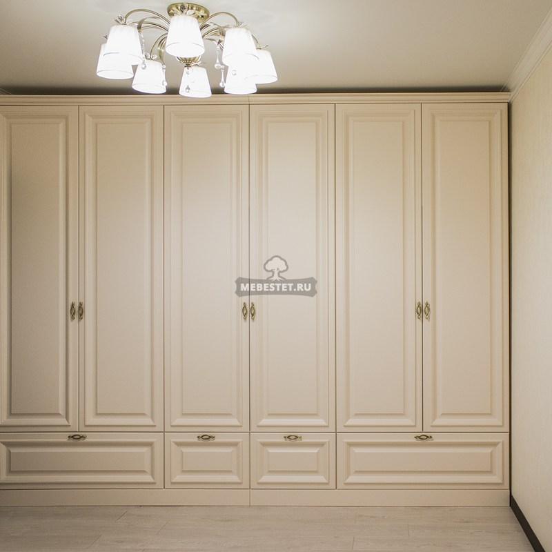 Классический шкаф в спальню