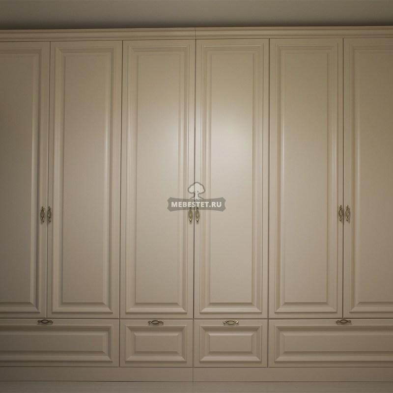 Шкаф цвета ваниль для спальни
