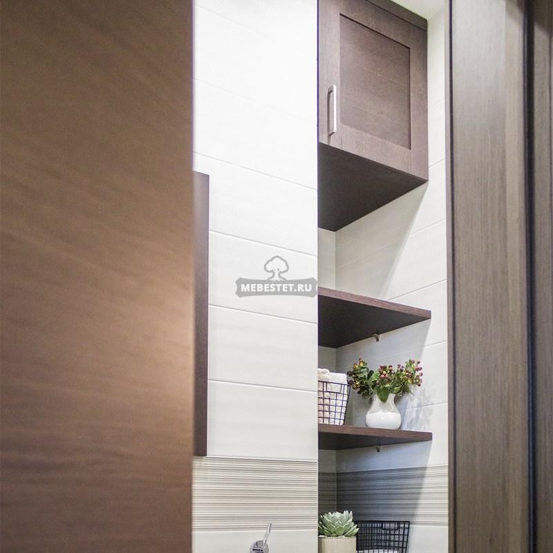 Мебель в ванную сочетается с входной дверью