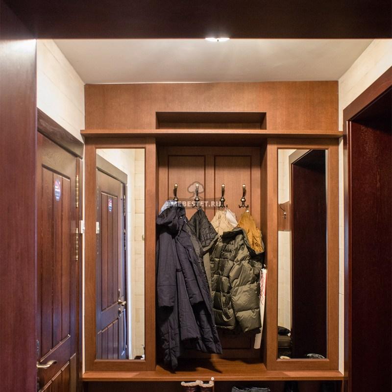 Шкаф в прихожую из шпона дуба