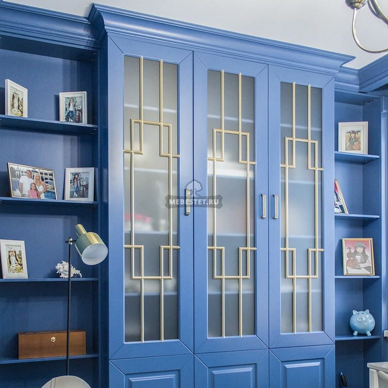 Шкаф с декоративной раскладкой