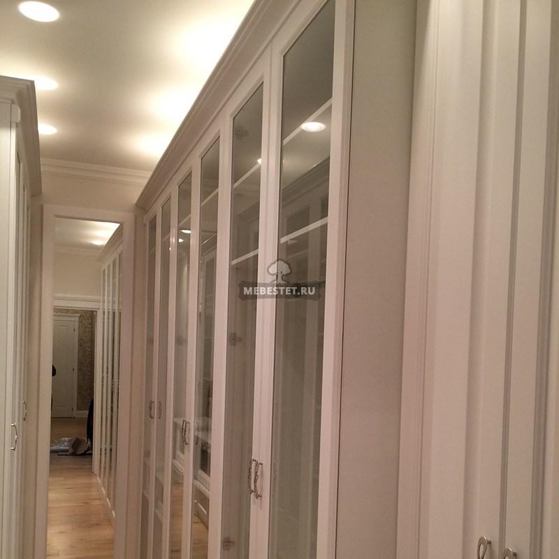 Шкаф с стеклянными фасадами