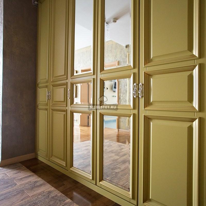 Шкаф с расспашными зеркальными фасадами