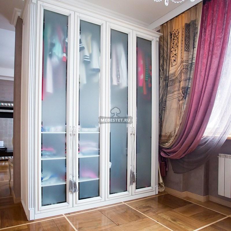 Классический шкаф с распашными фасадами