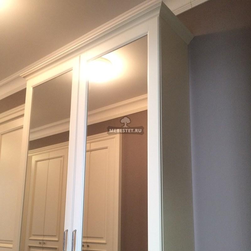 Зеркальные двери в классическом стиле