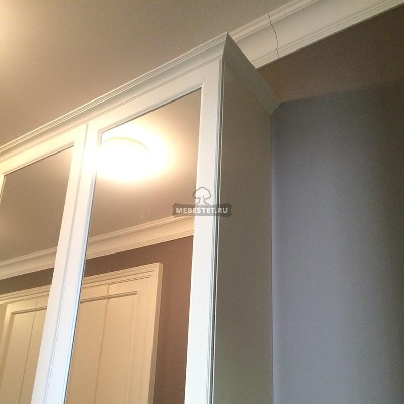 Зеркало в прихожей увеличивает пространство