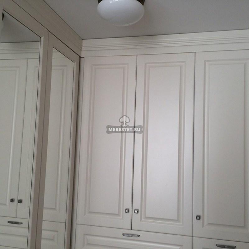 Шкаф с зеркальными распашными фасадами