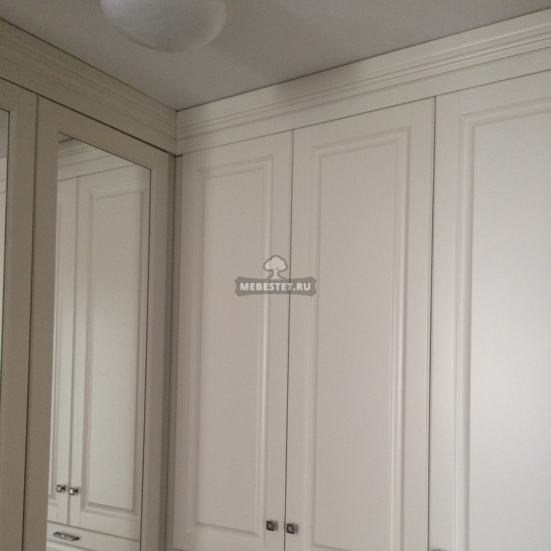 Угол встроенного шкафа