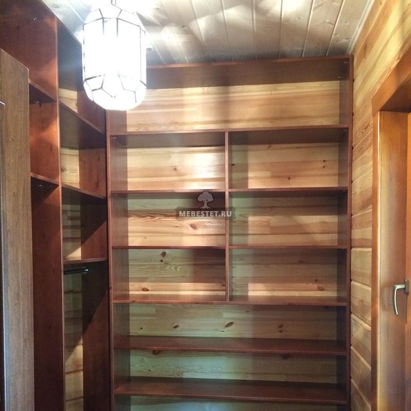 Гардеробная комната из массива сосны