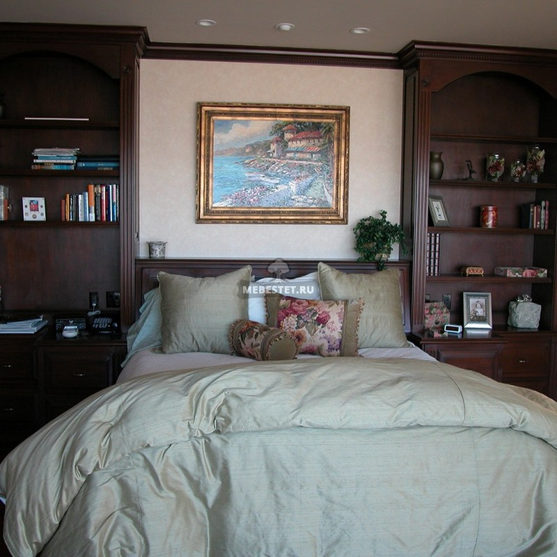 Шкафы для спальни по бокам от кровати
