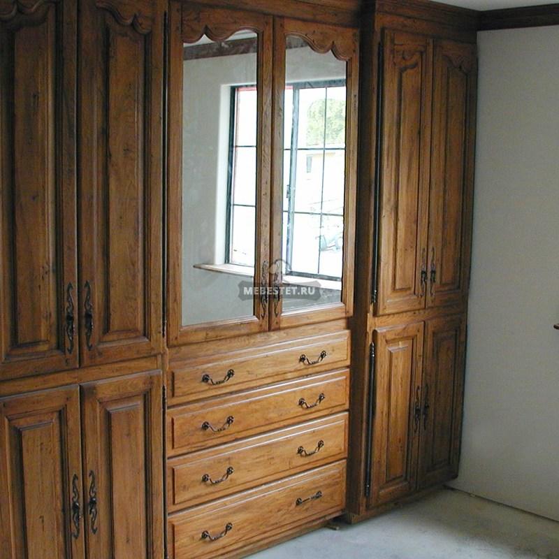 Шкаф классический из массива дуба